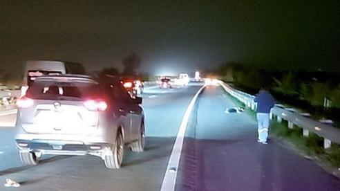 Người đàn ông bộ trên cao tốc Nội Bài - Lài Cai bị nữ tài xế tông tử vong