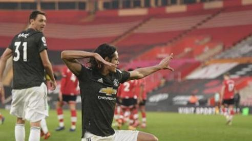 Cavani nối gót Solskjaer lập kỷ lục Premier League, đồng đội tung hô