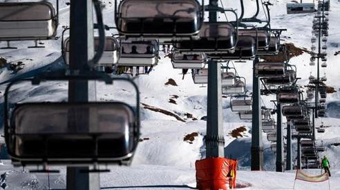 Mùa đông đến, các khu trượt tuyết châu Âu 'khốn đốn' vì dịch bệnh