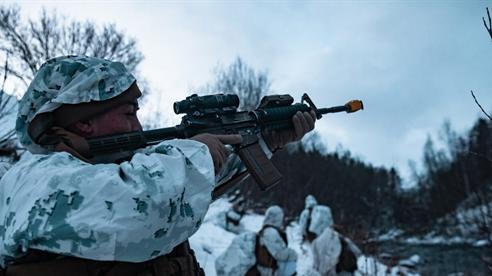 Lính Mỹ khổ luyện trong tuyết Bắc Cực phòng Nga