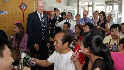 Một nhà hàng ở Trung Quốc bỗng 'nổi như cồn', khách ùn ùn kéo đến nhờ ông Joe Biden ghé thăm vào 9 năm trước