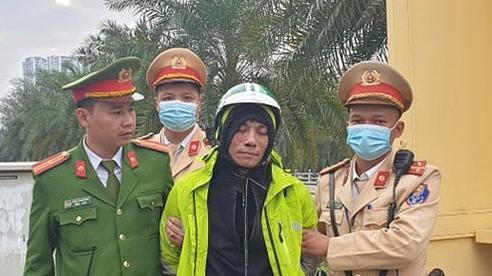 Hà Nội: Tài xế xe ôm công nghệ mang dao, cướp điện thoại của người đi đường