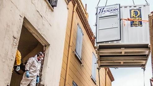 Pháp: Giải cứu người đàn ông nặng 300 kg khỏi nhà do quá béo