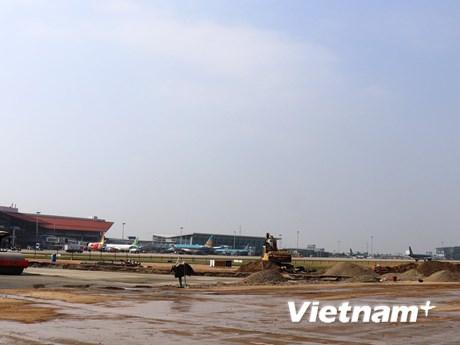 Một đường băng Nội Bài sẽ được sửa xong để khai thác bay cao điểm Tết