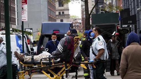 Mỹ bị đại dịch COVID-19 'tàn phá' nghiêm trọng trong tháng 11
