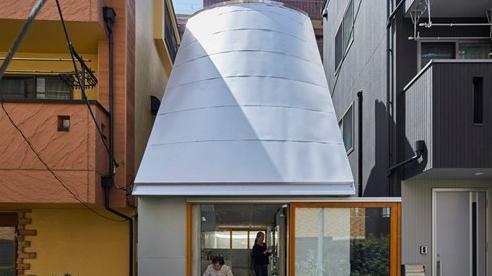Mê đắm căn nhà siêu nhỏ giữa lòng thủ đô Tokyo: Vỏn vẹn 18m2 nhưng chứa được tủ lạnh 2 ngăn, 300 cuốn sách, 300 đĩa nhạc, có cả bồn tắm lộ thiên