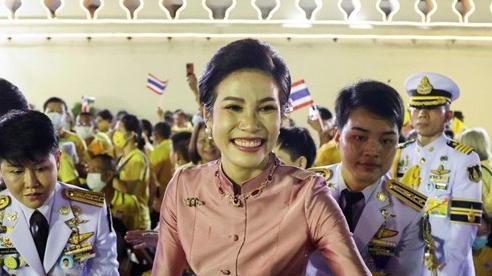 Hoàng quý phi Thái Lan tái xuất sau 1 năm bị phế truất: 'Sóng gió' trở lại chốn hậu cung?