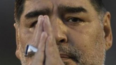 Dấu hiệu bất thường trước khi qua đời của 'cậu bé vàng' Maradona