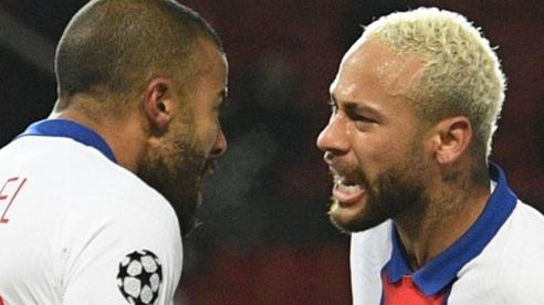 Chelsea đại thắng, Man United đại bại