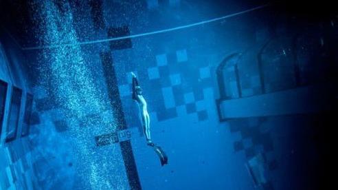 Ấn tượng bể bơi sâu nhất thế giới 'hút hồn' các tín đồ lặn