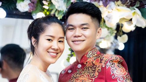 Lê Phương cùng chồng trình diễn áo dài