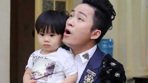 Tùng Dương lần hiếm hoi nhắc con trai 5 tuổi, lộ bí mật về cuộc sống vợ chồng