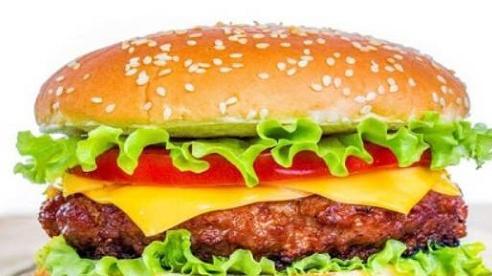 Hà Nội: Bé trai sốc phản vệ nguy kịch sau khi ăn bánh hamburger