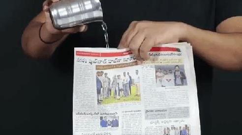 Mẹo hay trong tầm tay: Đổ nước dọc tờ báo, nước không chảy ra ngoài