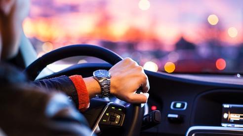 Rẻ bằng nửa giá taxi, 'xe tiện chuyến' khiến cánh tài xế kẻ mừng người lo