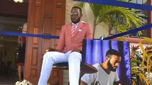 Đám tang kỳ quặc: Người chết ngồi trên ghế thay vì nằm trong quan tài