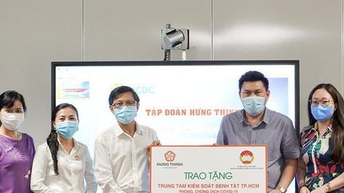 Tập đoàn Hưng Thịnh trao tặng 2 tỷ đồng cho Trung tâm Kiểm soát bệnh tật TP.HCM hỗ trợ phòng, chống dịch Covid-19