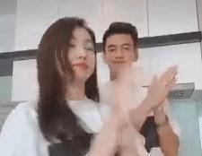 Hồng Loan gây sốt khi nhảy 'Ghen cô Vy' với bạn trai Tiến Linh