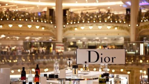 Dior, Louis Vuitton sản xuất gel rửa tay phát miễn phí, nhiều brand thời trang đóng cửa mùa dịch nCov