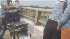 Quảng Nam: Thanh niên bỏ xe trên cầu đi nhậu, báo hại mọi người lặn tìm