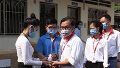 TP.HCM: Hỗ trợ 1000 chai nước rửa tay và 8000 khẩu trang vải cho công nhân