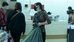 Gần 1000 sinh viên chuyển đồ thâu đêm để nhường chỗ cho người cách ly Covid-19