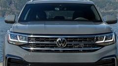 Logo mới đầy tranh cãi của Volkswagen khi ốp lên xe thật trông như thế này đây