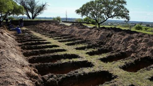 Argentina đào sẵn hàng trăm ngôi mộ để ứng phó với đại dịch Covid-19