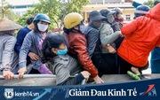 Xảy ra tình trạng chen chúc, tranh giành tại 'cây ATM nhả gạo' đầu tiên ở Hà Nội