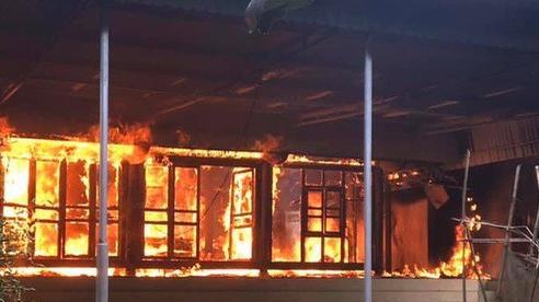 Cháy nhà gỗ 3 gian, người đàn ông tâm thần may mắn thoát chết
