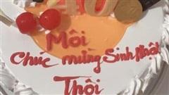 Chiếc bánh kem gây lú nhất MXH hôm nay, thiếu mỗi dấu ngã mà lời chúc đi xa quá