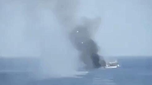 NÓNG: 3-0, Iran và Venezuela dẫn trước ngoạn mục trước hạm đội hùng hậu HQ Mỹ - Dấu hiệu tàu khóa đuôi bị chặn bắt?