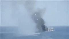 NÓNG: Iran dọa thẳng tay đốt tàu dầu lậu - Khu trục hạm Mỹ truy đuổi tàu cuối cùng tới Venezuela?