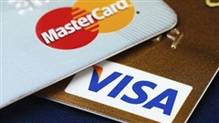 Các ngân hàng tiếp tục kêu gọi Visa và Mastercard miễn, giảm phí