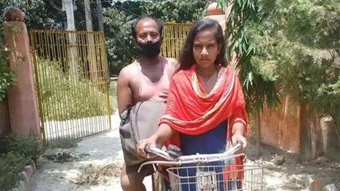 Hành trình vượt 1.200 km của nữ sinh 15 tuổi chở người cha tàn tật về quê giữa dịch COVID-19