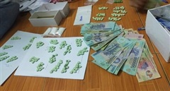 Cặp đôi gom ma túy 'khủng' bán cho con nghiện trước cổng bệnh viện