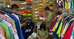 Thu giữ 1.547 sản phẩm có dấu hiệu giả nhãn hiệu Adidas và Manchester Uniter Limiter