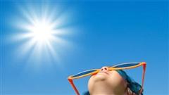 Cách phòng tránh tổn thương da cho bé mùa nắng