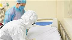 Số giờ làm việc của cán bộ y tế tăng lên đáng kể trong cuộc chiến chống đại dịch COVID-19