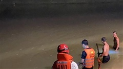 Trắng đêm ngụp lặn tìm kiếm nam sinh 15 tuổi chết đuối ở Đà Nẵng