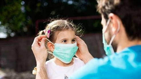 Hiệp hội Nhi khoa Nhật khuyến cáo: đeo khẩu trang cho trẻ dưới 2 tuổi rất nguy hiểm