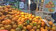 Vào hè giá trái cây giảm mạnh, chị em nên chú ý kẻo mua nhầm hàng kém chất lượng