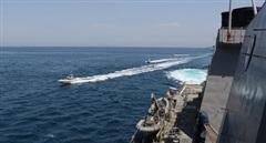 Iran biên chế cùng lúc hơn 100 tàu tên lửa bảo vệ vùng Vịnh