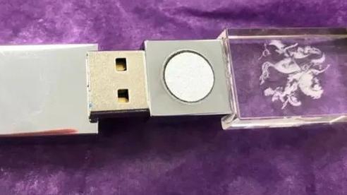 'Cú lừa' cực mạnh mùa COVID-19: USB 'chống bệnh tật' thần thánh trị giá 8 triệu đồng hóa ra bán đầy ngoài đường với giá chỉ... trăm rưỡi