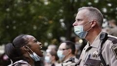 Mâu thuẫn sắc tộc thổi bùng ngọn lửa phẫn nộ tại Minneapolis
