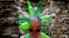 24h qua ảnh: Dùng chai nhựa làm mũ bảo hộ chống Covid-19