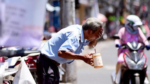 Sau chuỗi ngày mát mẻ như mùa thu, Hà Nội và các tỉnh Bắc Bộ đón đợt nắng nóng gay gắt với nền nhiệt 40 độ kéo dài nhiều ngày