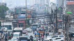 Ảnh: Cận cảnh tuyến phố 'mạng nhện tử thần' khiến người đi đường thót tim ở Hà Nội