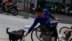 CLIP: 'Rụng tim' với chú chó xoáy Phú Quốc thay chủ tật nguyền xếp hàng nhận gạo