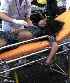 Giải cứu 7 người trong căn nhà bốc cháy ở TP HCM